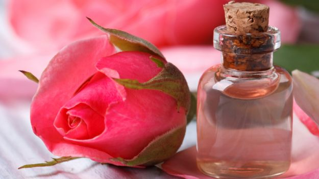 rose-water-for oily skin